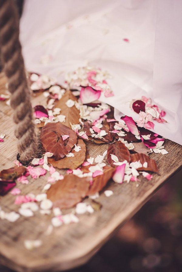 Bo_Chic_Woodland_shoot_confetti___Candyfloss_and_Damson_Wine