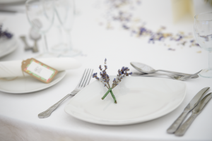 Sprigs_of_lavender_as_table_decor