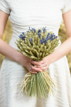 Wheat_and_lavender_sheaf