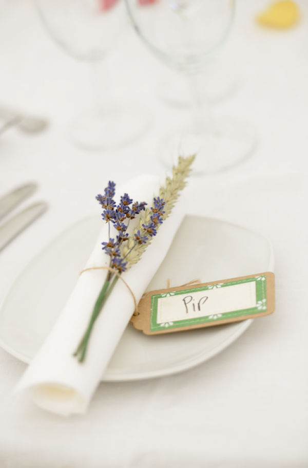 Sprig_of_lavender_and_wheat_as_place_setting