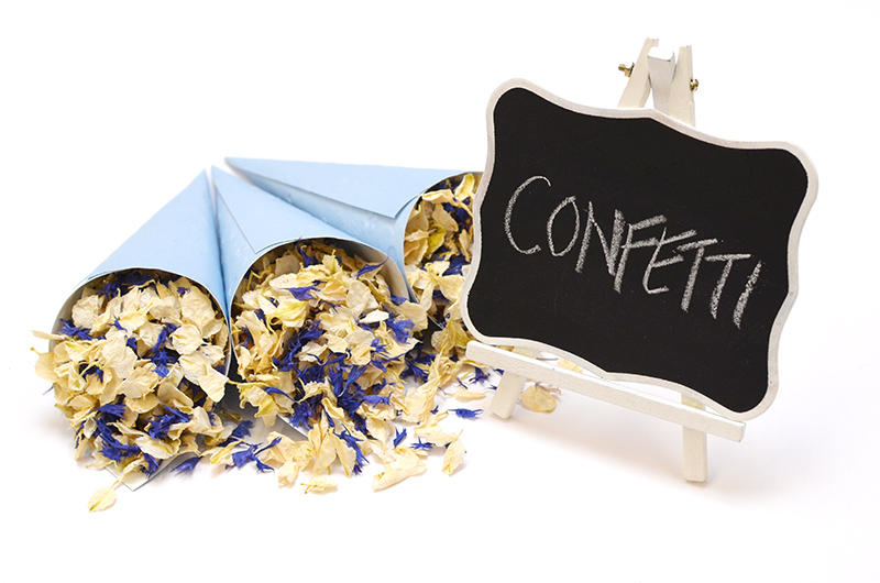Blackboard_Easel_with_natural_petal_confetti