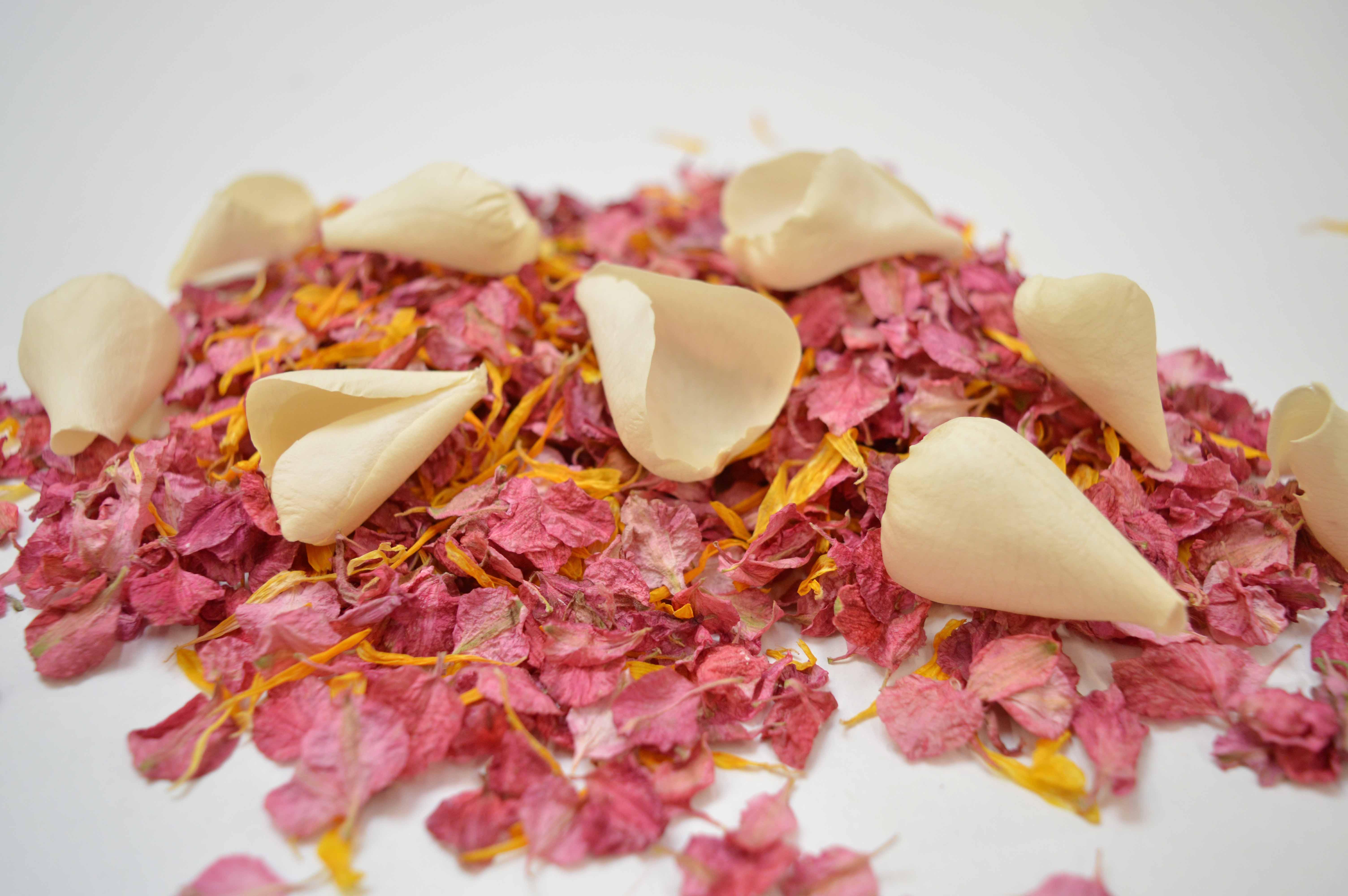 biodegradable petal confetti