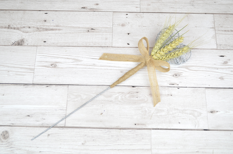 Heart_Wheat_Wand___Natural___Wood_Background