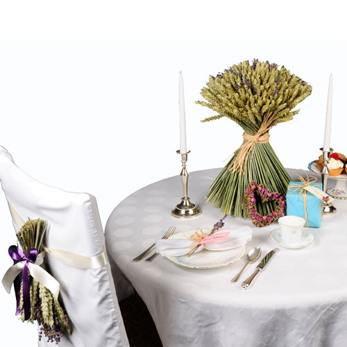 Table setting including large wheat sheaf