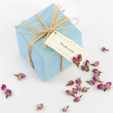 rose buds and raffia- add a twist to gift wrapping and labels